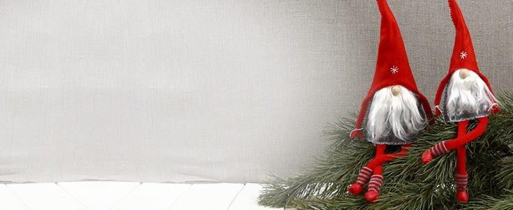 Itsetehtyjä tonttuja ja joulupukkeja