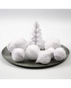 Koristeita ja lumipalloja kennopaperista
