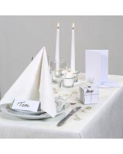 Ajattoman valkoinen juhlapöytä