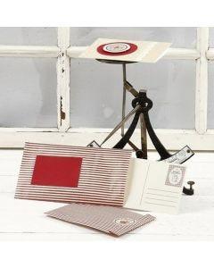 Vivi Gade Design- sarjan tuotteilla koristellut paperipussi ja kortti