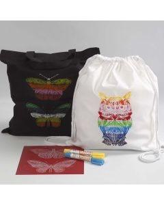 Ostoskassi ja narukassi on koristeltu sablonilla ja vahaväripuikoilla