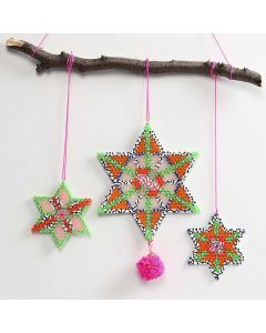 Pom- pomilla koristeltu tähti