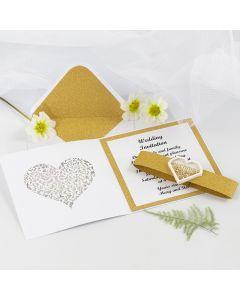 Hääkutsu kullanvärisellä kimallepaperilla ja sydämenmuotoisella ravistustarralla