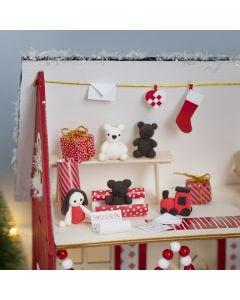 Tonttu tekee lahjoja joulupukin talossa