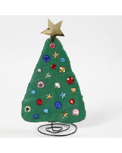 Joulukuusi alumiinilangasta ja kipsinauhasta. Kuusi on koristeltu akryylitimanteilla.