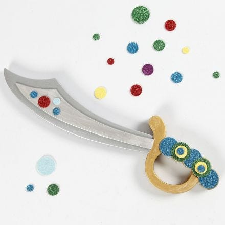 Softiksella koristeltu merirosvon miekka