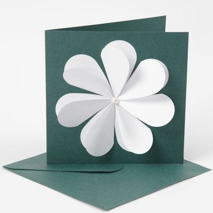 Sydämistä tehty kukkakortti