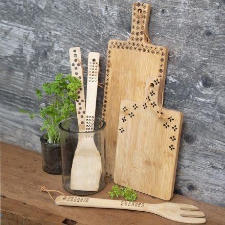 Polttokolvilla koristellut bambuiset keittiövälineet