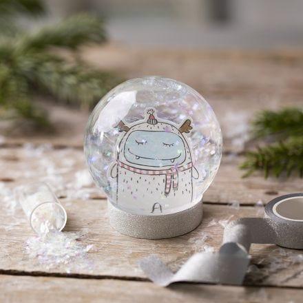 Lumisadepallo piirretyllä kuvalla