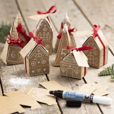 Joulukalenteri 24 pienestä paperimassatalosta ja puusta