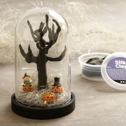 Halloween minimaailma muovikuvun sisällä