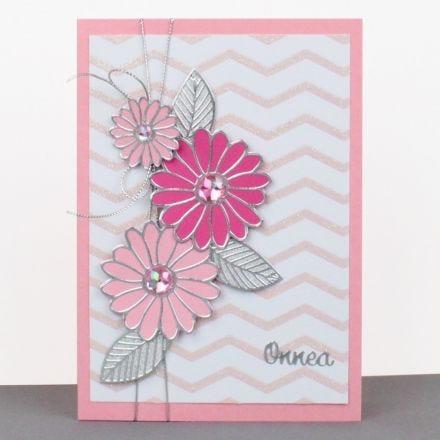 Hempeä kukkakortti ääriviivatarrojen avulla