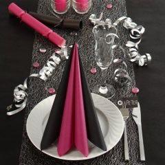 Mustat ja pinkit pöytäkoristeet