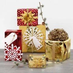 Metallic-lahjapaperilla päällystettyjä lahjoja