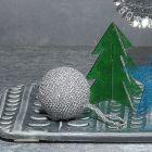 Kimallelangasta virkattu joulukuusen koriste