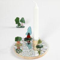Puinen kynttilänpidike mosaiikilla