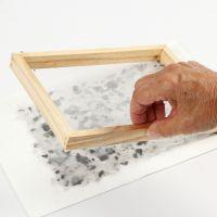 Kuinka tehdä paperia tuoksuöljystä, laventelista ja värillisestä kartongista