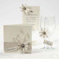 Kukkia ja kuultopaperia korteissa