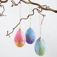 Vesiväriä pääsiäismunissa