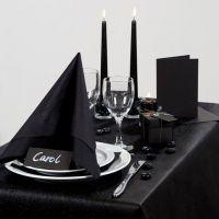 Dramaattisen musta juhlapöytä