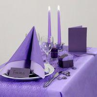 Moneen sopiva violetti juhlapöytä