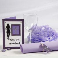 Violetti kutsu ja pöytäkoristeet rippijuhliin