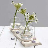 Verhorenkaasta ja lasipallosta tehty pieni maljakko