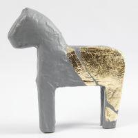 Kultainen paperimassahevonen