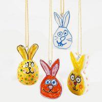 Lasi-ja posliinitusseilla koristellut pääsiäispuput