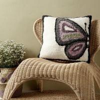 Kirjottu perhostyyny