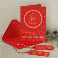Joulukortti koristefoliolla tehdyllä tontulla.