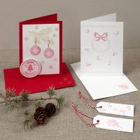 Joulukortteja leimatuilla kuvioilla.